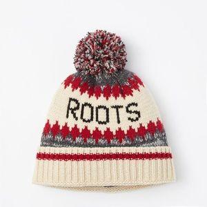 049d65392 Roots Canada wool cabin Pom Pom beanie NWT